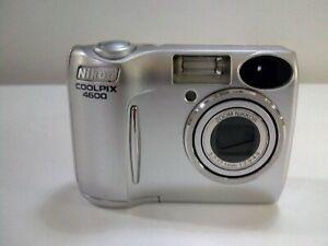 Nikon-COOLPIX-4600-4-0MP-Digital-Camera-Silver-funzionante-testata-CD