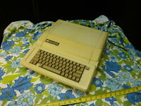 vintage Apple IIe computer A2S2064 serial 3A2S2-E6230VF A2S2064 iie 4 peripheral