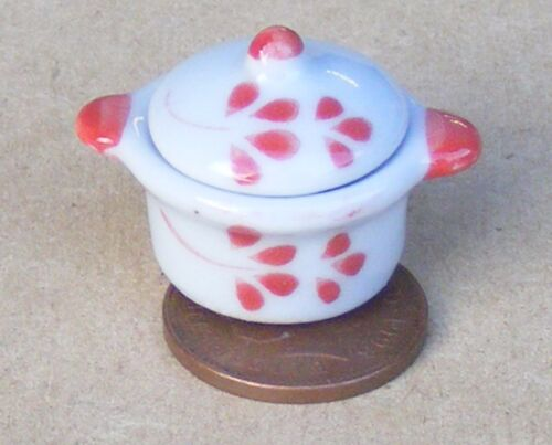 1:12 Scale White Ceramic Casserole Dish With A Red Floral Motif Dolls House CR18
