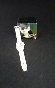 Justin-Bieber-white-watch-with-dial-flashes-Needs-battery-ES-2