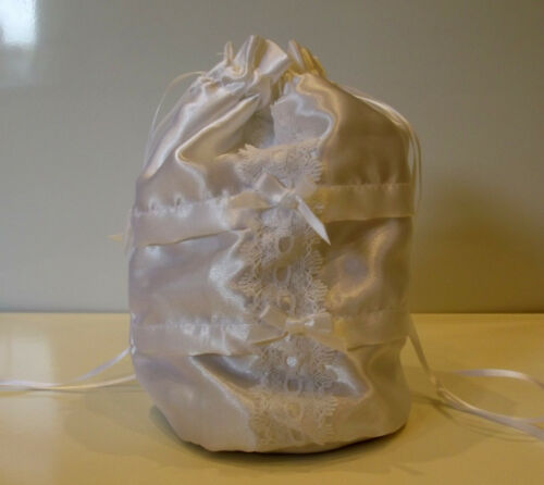 HOLY  COMMUNION BRIDESMAID   WHITE DRAW STRING  DOLLY BAG  LACE OR SATIN FINISH