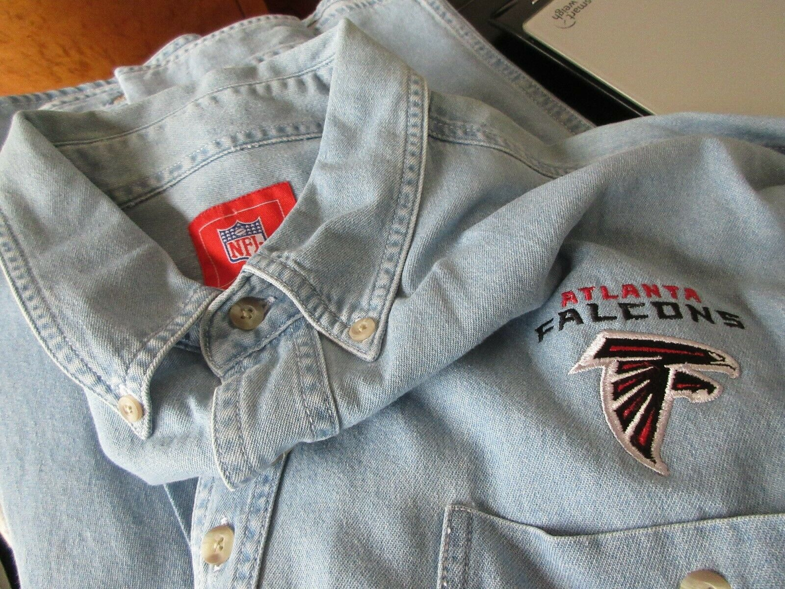 NFL Brand , Atlanta Falcons , Embroided , Button Down ,