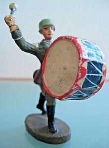 Soldat-ancien-en-composition-ELASTOLIN-au-defile-avec-grosse-caisse-Annees-50