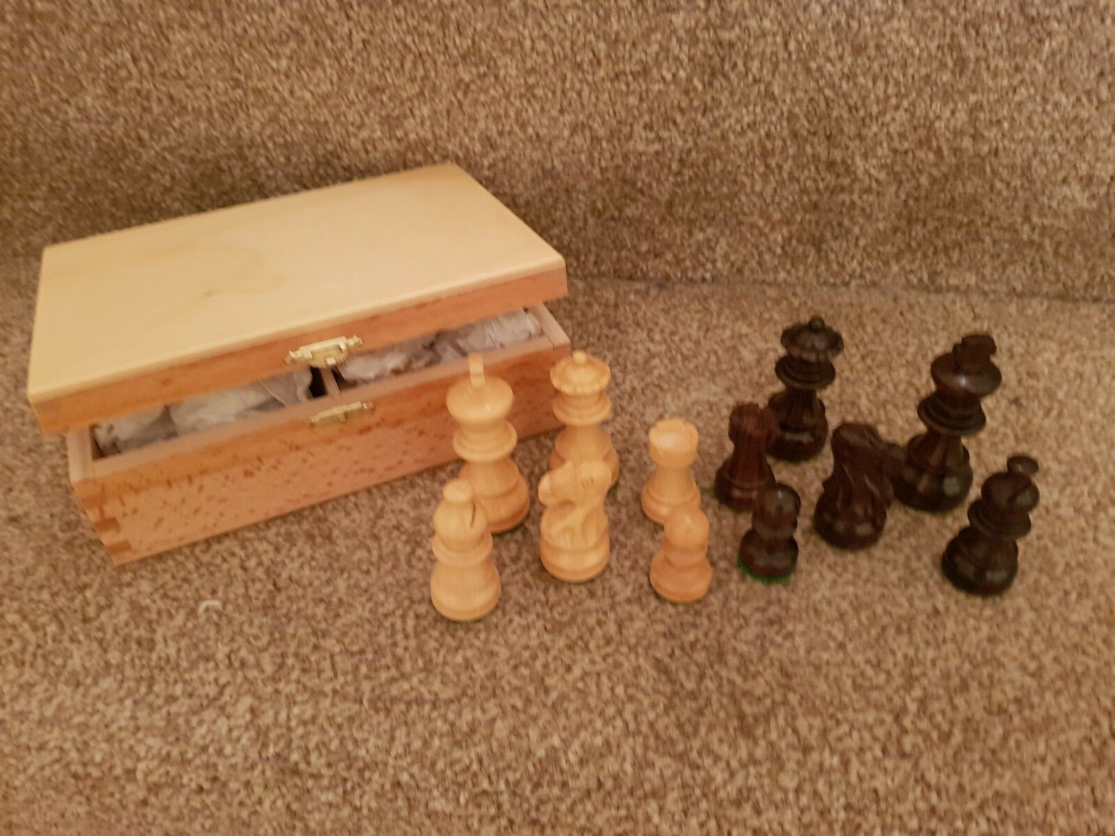 New top quality wooden Staunton chessmen - 2.5 inch king in varnished wooden box