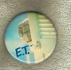#D137. ET EXTRATERRESTRIAL MOVIE TIN BADGE - ET BEHIND DOOR