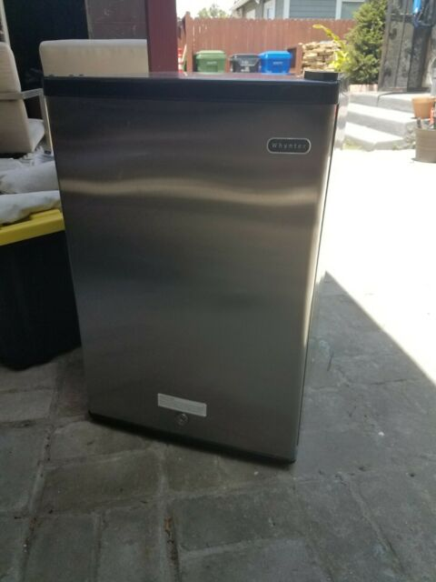 Whynter CUF-210SS Energy Star Upright Freezer 2.1 Cubic Feet