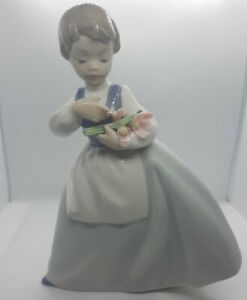 Vintage LLADRO NAO Girl With Pink Flowers and a darling pony tail. Great...