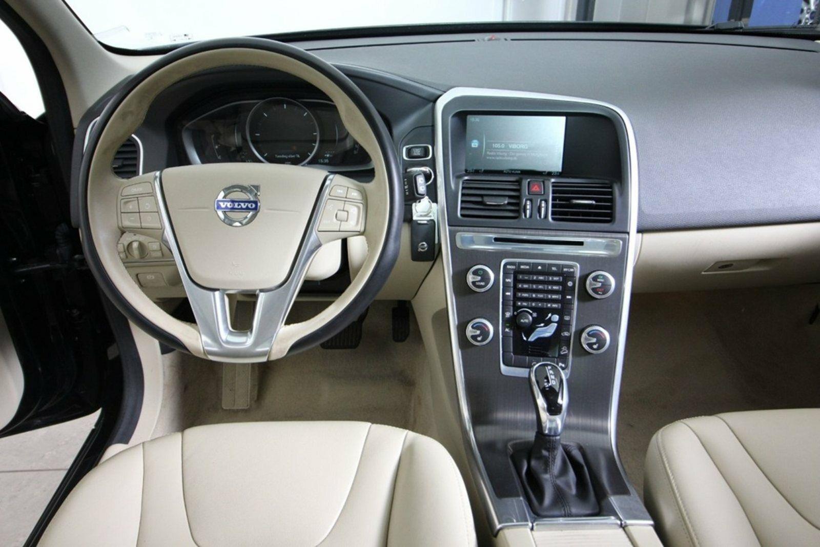 Volvo XC60 D5 220 Momentum aut. AWD