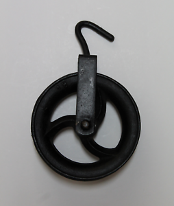 Garrucha de Hierro para Pozo, Roldana o Polea,  18cm diametro. Rustica