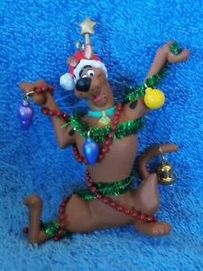 2002-Hallmark-Decorating-Scooby-Doo-Christmas-Ornament