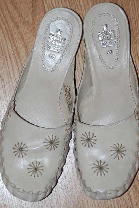 BRUNO MELLIE embroidered ivory Winter White leather flats mules moc 7.5  NEW