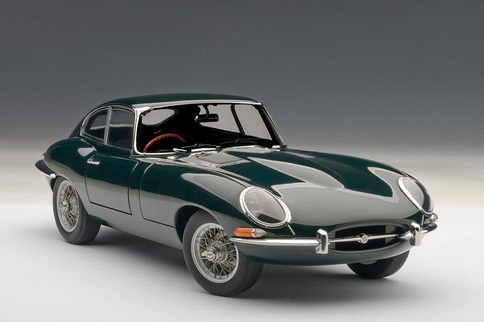 1 18 Autoart 1961 Jaguar E-Type Coupe Series I 3.8 verde with metal wire spoke