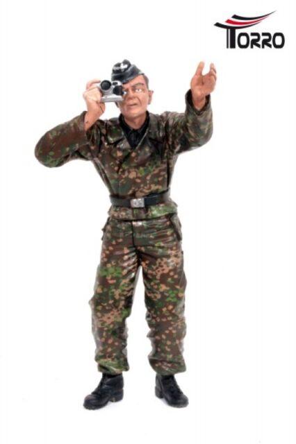 "TORRO Figur ""Ladeschütze mit Kamera "" Panzerbesatzung stehend 1:16   bemalt"
