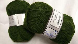 10 pelotes 100 % pure laine   couleur : kaki /  Fabriqué en FRANCE