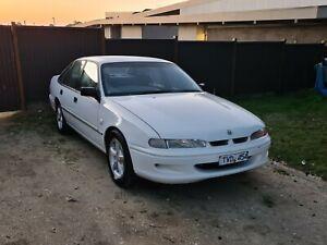 Vs-holden-commodore-sedan-v8-5-litre-304