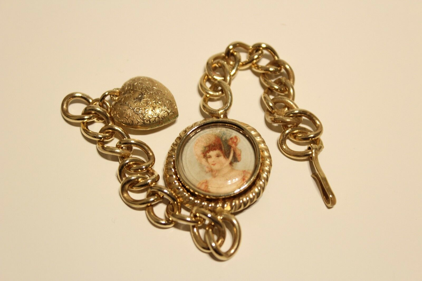 ART DECO RARE BEAUTIFUL LADIES BRASS BRACELET WITH HEART AND PLACE FOR PHOTO