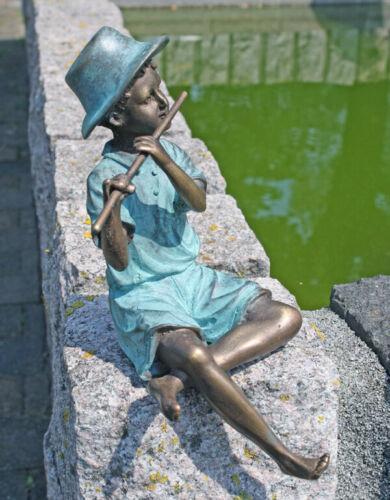 Bronzeskulptur Junge mit Querflöte Dekorationsfigur Gartendekoration aus Bronze
