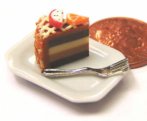 1-12-Scale-Slice-Of-Cake-On-A-Plate-Dolls-House-Miniature-Food-Accessory-SCs4