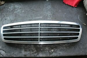 Mercedes-Benz, C-Klasse W 203, Kühlergrill Chrom/Schwarz  A 203 880 02 23