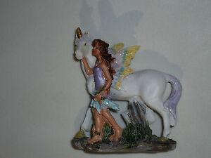 1 figurine monde des fées et licornes n°9 en résine.