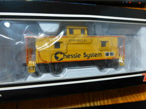 Atlas HO #20002413 Chessie System (Cupola Caboose) Rd #90221