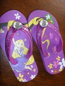 Disney-Rapunzel-Kinder-Zehentrenner-Sandalen-Badeschuhe-Gr-9-10-NEU-lila-Glitzer