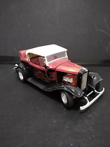 1:18 Scale 1932 FORD ROAD STREET ROD Die-cast By Road Legends As Is