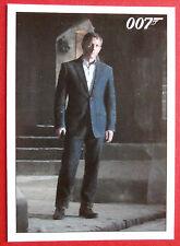 JAMES BOND - Quantum of Solace - Card #010 - Bond Returns to MI6 Safehouse