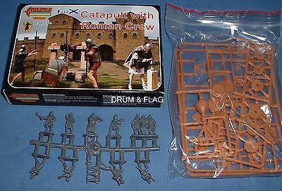 STRELETS A 9 - CATAPULT & ROMAN CREW. ANCIENT SIEGE MACHINE. 1/72 SCALE