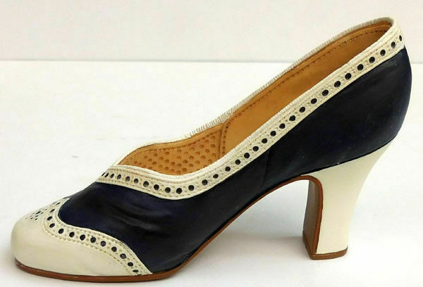 Vintage Just the Right Shoe by Raine Tying the Knot miniature shoe collectible with original box.