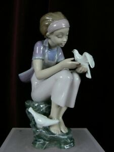 Lladro-08536-Playing-with-Doves-MIB