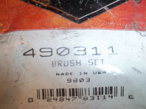 NEW BRIGGS STARTER BRUSH SET 490311 OEM FREE SHIPPING B102
