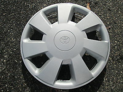 one 1992 1993 1994 Toyota Paseo hubcap wheel cover