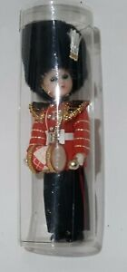 Vintage-British-Royal-Guard-Soldier-Celluloid-Doll-Eyes-Blink-In-Case-6-IN-Tall