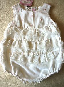 Kleidung, Schuhe & Accessoires PüNktlich Süßer Rüschenbody Body Rüschen Taufbody Mit Rosa Stickerei Leinen Weiß