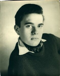 Vintage-photograph-Young-man-formal-gashion-photo-cravat-1950s-60s-image-pic