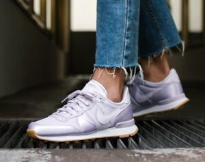 separation shoes b5f36 d4648 Image is loading Nike-Wmns-Internationalist-QS-Pastel-Satin-Pack-919989-