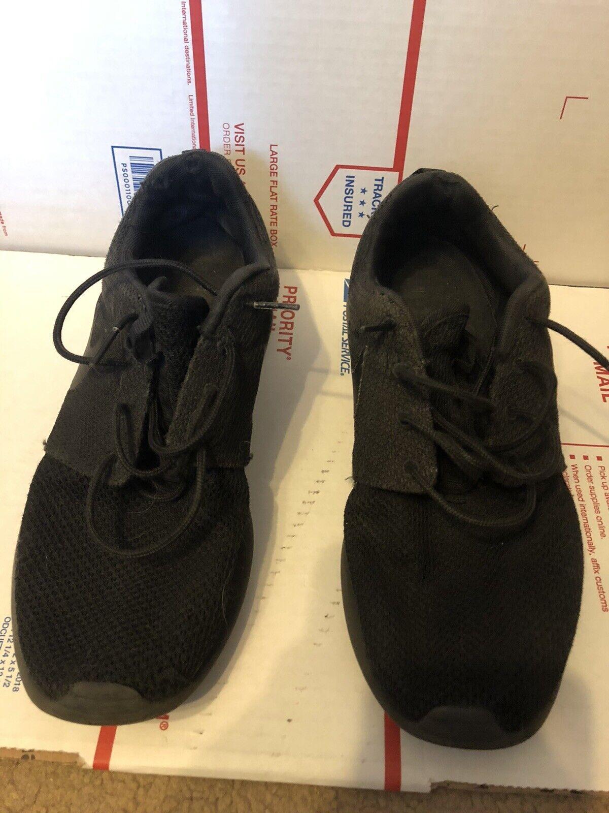 Nike Roshe One Black Running Shoes for Men's 511881 026. Size 10 Men