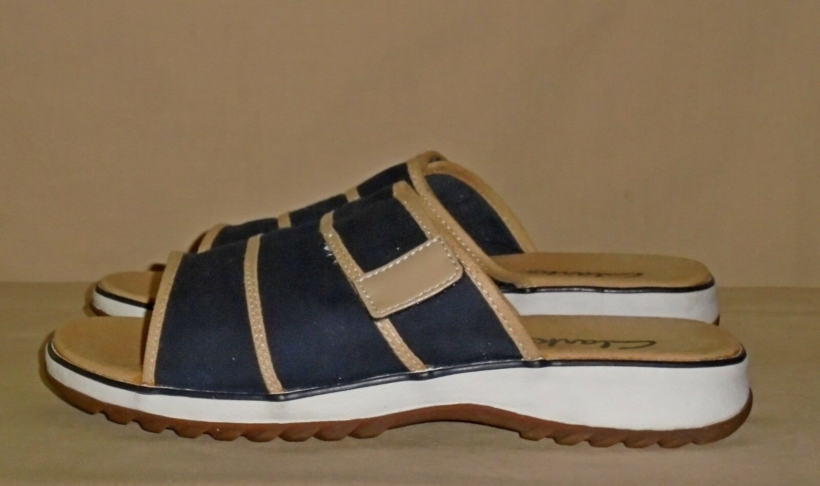 Women's Brown 9 Navy Canvas CLARKS Sandals Size 9 Brown W GREAT Condition efb9ce