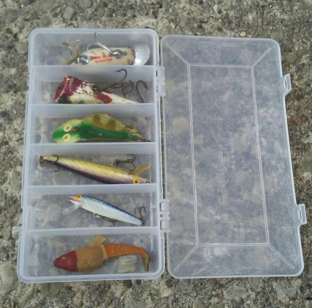Vintage lot of 6 Fishing Lures As Is with a Heddon and Plano box.