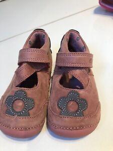 Shoes CLARKS Girls New Size 4G 20W   eBay