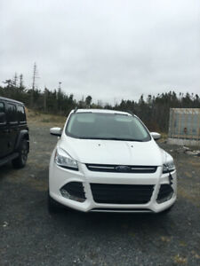 2015 Ford Escape in excellent condition!