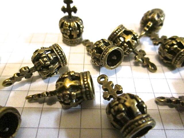 5 or 10 Bronze Metal Crown Charms. Alice in wonderland Jewellery Embellishment