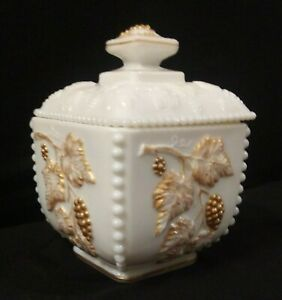 Vintage-Westmoreland-Milk-Glass-Beaded-Grape-Box-With-Lid-22k-Gold-Trim-Accents