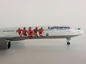 FC-Bayern-Munchen-Lufthansa-Airbus-A340-600-1-500-Herpa-529747-Audi-Summer-Tour