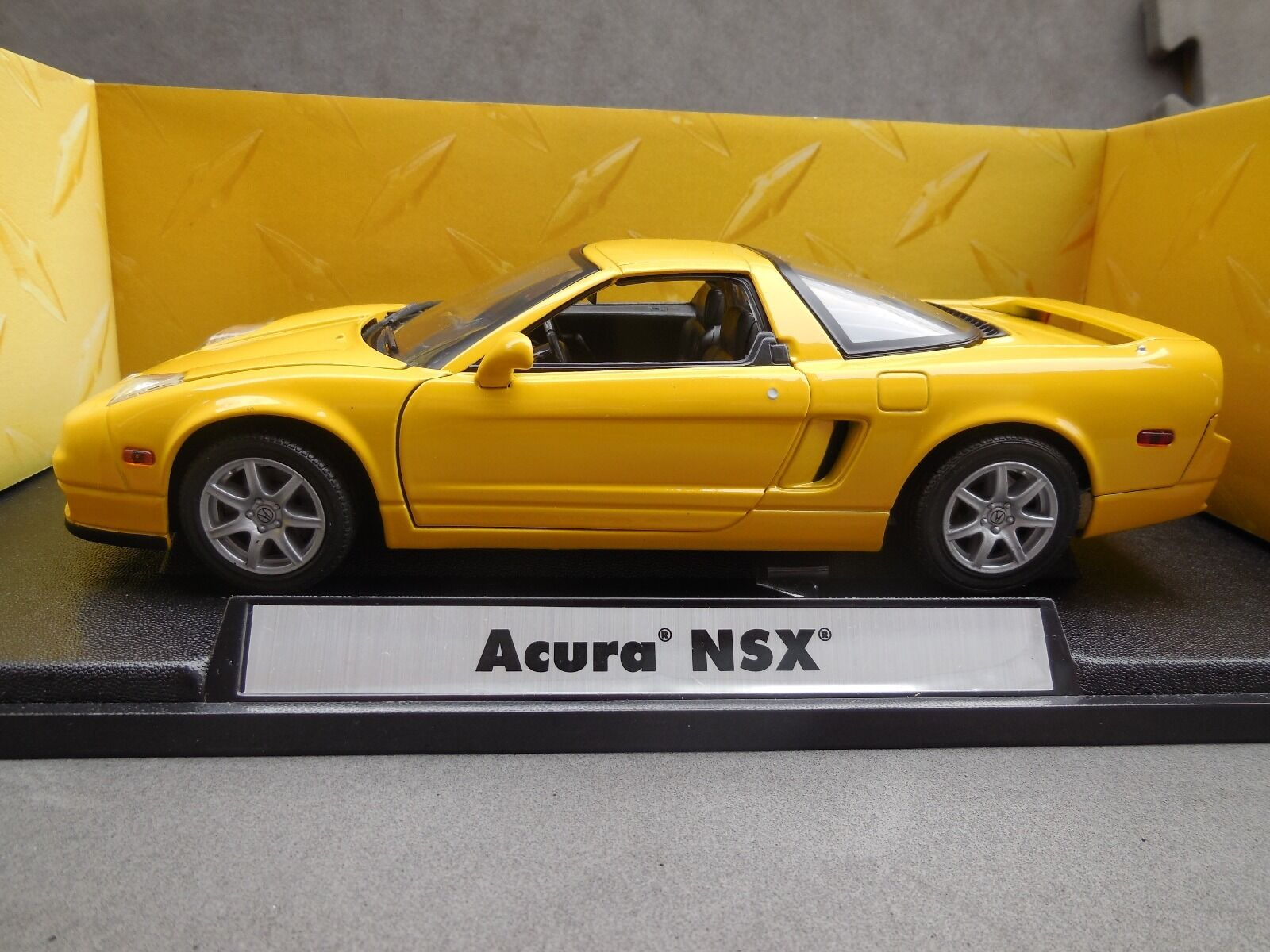 Motormax Acura NSX Yellow 1 18 Diecast Model - Premier Collection