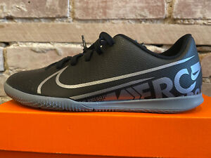 Youth Size 5Y Nike Indoor Soccer Shoes