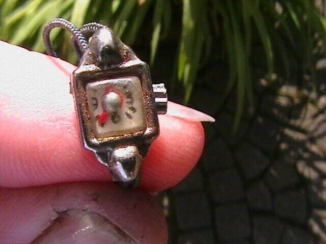 Dukketilbehør, Dukke armbåndsur i metal Gammelt,fint.