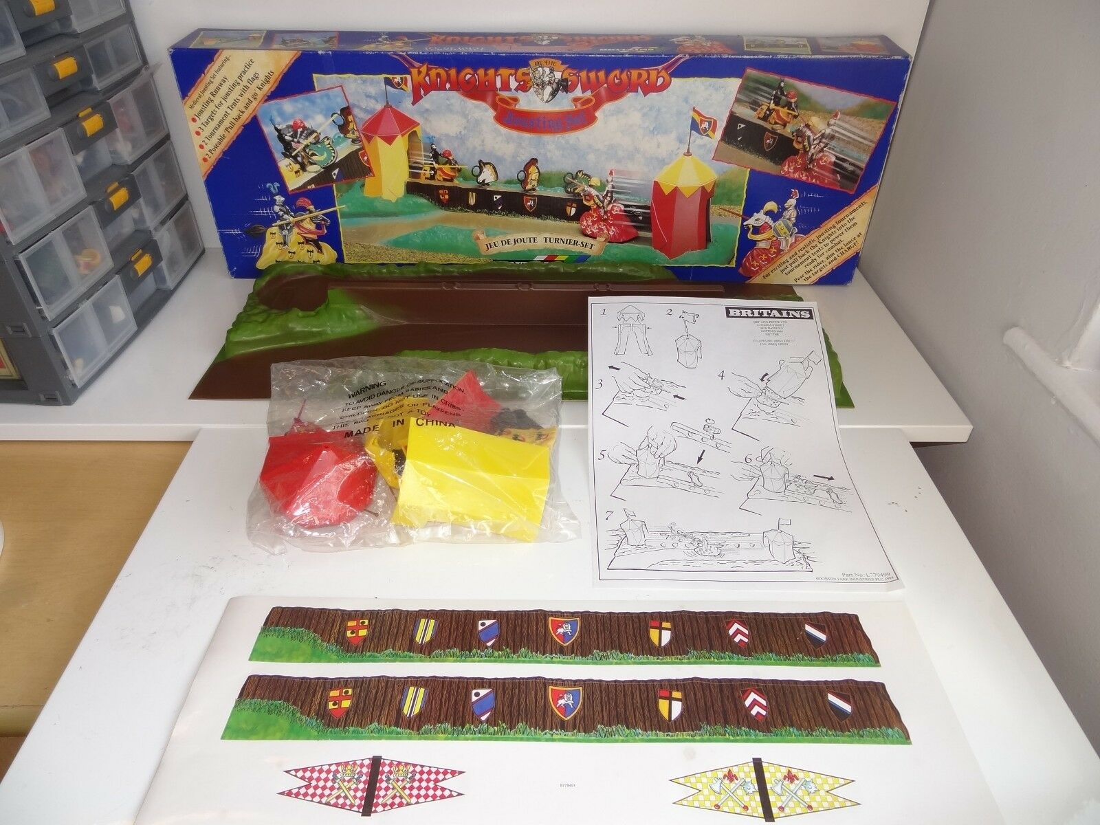 (w) BRITAINS KNIGHTS OF THE SWORD JOUSTING SET - B779471 mint still sealed