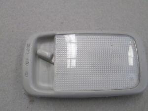 GENUINE-2003-TOYOTA-ECHO-1999-05-3DR-HATCH-1-3L-INTERIOR-CENTER-COURTESY-LIGHT